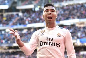 Футболиста «Реала» Каземиро ограбили вовремя матча с«Атлетико». Вдоме были жена идочь