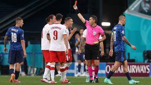 Полузащитник «Локомотива» Крыховяк удален в матче против Словакии. Это первая красная карточка на Евро-2020
