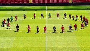 Игроки «Ливерпуля» в память о Джордже Флойде встали на одно колено на «Энфилде». Это уже перебор