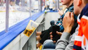 Ни пива попить, ни в сауне посидеть. В Америке невакцинированные хоккеисты станут изгоями?
