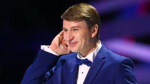 Ягудин станцевал перед 5-летней дочкой в международном аэропорту Шереметьево: видео