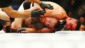 5 лет назад Макгрегора задушили в UFC. Бой признали главной сенсацией года в ММА