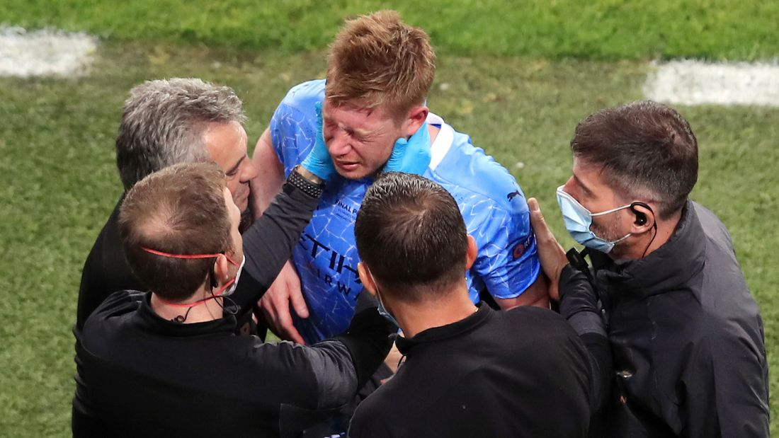 Главная звезда сборной Бельгии, скорее всего, не сыграет с Россией на Евро. Де Брейне травмировали лицо в финале ЛЧ