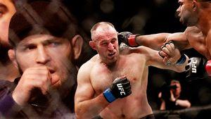 Олейник проигрывает Овериму, Хабиб болеет задруга. Главные фото UFC вПитере