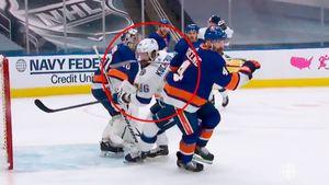 Американец ударил русского хоккеиста клюшкой в лицо. Кучеров серьезно не пострадал, «Тампа» не забила в большинстве