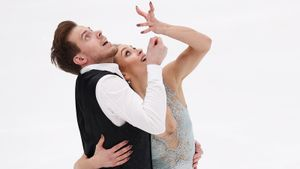 Синицина/Кацалапов с отрывом в 12 баллов выиграли ритм-танец в Москве. А в соревнованиях пар участвуют лишь 2 дуэта