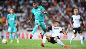 «Реал» на последних минутах одержал победу над «Валенсией» и возглавил Ла Лигу