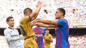 «Барселона» разгромила «Леванте» благодаря голам Депая, Люка де Йонга и Фати