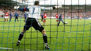 Фанат «Спартака» забил пенальти в ворота «Сатурна», выбежав на поле. Как ему удалось? Разыскали героя из 2009-го