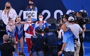 «До слез! Это невероятно!» ОКР эмоционально отреагировал на историческую победу российских гимнасток на Олимпиаде
