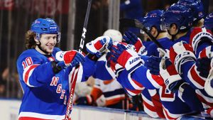 Панарин идет на121 очко всезоне! Вравных составах Хлебушек уже лучший игрок НХЛ