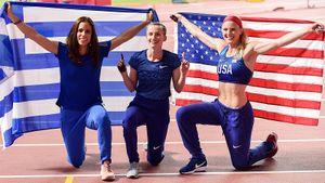 Американка больше всех радовалась победе русской прыгуньи Сидоровой наЧМ. Она хлопала ейиобнимала