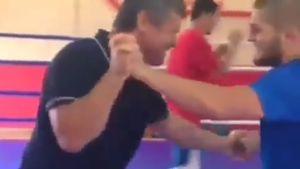 Тактаров показал, как боролся с Хабибом: видео