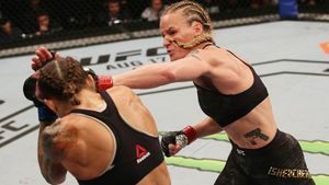 Шевченко показала, что бывает с теми, кто побеждал ее 9 лет назад. Чемпионка UFC сохранила пояс