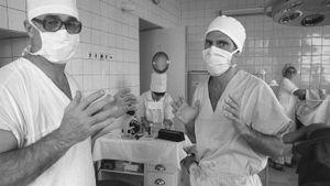 «Ни за что бы не лег в советскую больницу». Экс-тренер Шараповой поддержал сбежавшего из России Куэрри