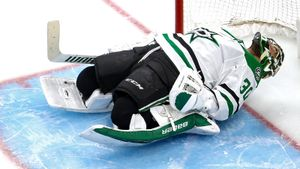 Рекорд 76-летней давности чуть не побили в НХЛ! «Колорадо» забил 4 гола за 156 секунд, продлив серию с «Далласом»