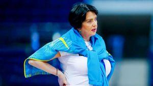 «Стыдно за таких спортсменов». Фанаты затравили тренера украинских гимнасток за фото на фоне Кремля
