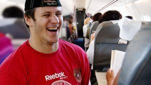 Пьяный дебош русского хоккеиста на борту самолета. Сапрыкин перебрал виски и ударил стюардессу?