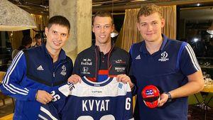 «Плюс один именитый динамовец в семью!» Шипачев и Миронов вручили Квяту именной свитер