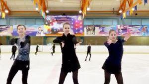 Косторная, Хромых и Усачева станцевали «Макарену» на льду: видео