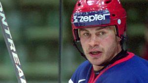Трагическая история российского хоккеиста Карпова. Он забивал Канаде на ЧМ, а умер после падения с лестницы