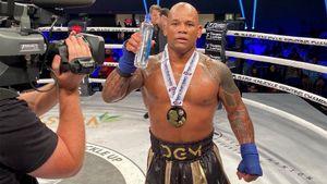 Кубинец из UFC и Bellator устроил драку в ринге после боя на голых кулаках. 11 лет назад Ломбард побеждал Шлеменко