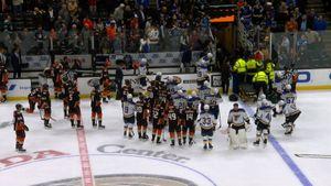 Жуть в НХЛ: великий канадец рухнул без сознания. Матч прервали, Боумистер в больнице