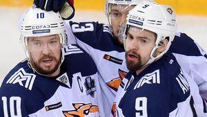 Хоккеисты не понимают, что в России кризис. Они не соглашаются на сокращение зарплат, но скоро останутся ни с чем