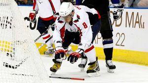 Издевательское празднование Овечкина взбесило хоккейную Америку. Ови исполнил на льду номер «горячая клюшка»: видео