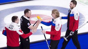 Русским керлингистам не хватило одного броска до исторической медали ЧМ. Из-за ковида турнир доигрывали в масках