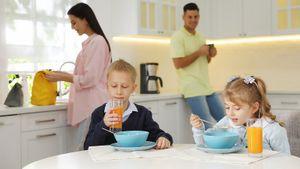 Чем кормить ребенка перед школой. 10 рецептов быстрых и полезных завтраков