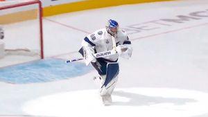 Эмоциональная реакция русского вратаря на победу в финале НХЛ. Василевский рванул к партнерам под крик комментатора