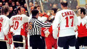 Скандальная драка СССР— Канада. На советского хоккеиста Мишакова напали семеро соперников в матче Суперсерии-72
