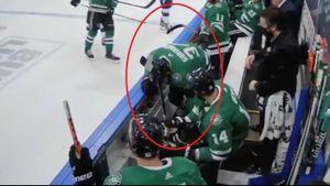 Русский хоккеист получил шайбой в лицо, сидя на скамейке. Гурьянов пострадал из-за рикошета от руки Сергачева