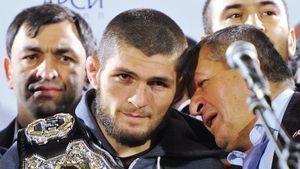«Хабиба там не было, на нем хотят сделать хайп». Отец чемпиона UFC — о скандале с избиением комика