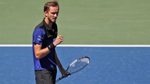 Медведев разгромил второго американца подряд, отдав Тиафо лишь пять геймов. На US Open будет русский четвертьфинал