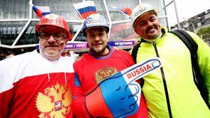 Ребенку не хватило билета, Овечкин мило улыбался, судье порезали руку. Фото матча Россия — Чехия
