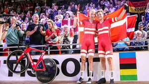 Велогонщик провел 34 часа в карантине из-за подозрений на коронавирус. А потом стал чемпионом мира