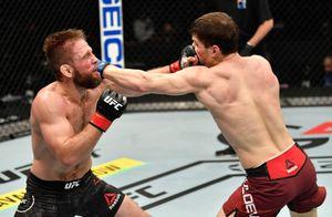 Непобежденный боец из России идет за поясом UFC. Евлоев победил ветерана из США Ленца и обратился к Дэйне Уайту