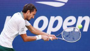 Медведев 3-й год подряд выходит в полуфинал US Open. Но сегодня он умудрился проиграть сет 117-му номеру рейтинга