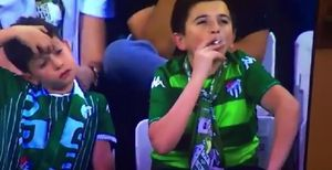 Похожий на ребенка болельщик закурил на благотворительном матче в поддержку больных онкологией детей