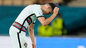 «Это позор и неуважение к стране». Фанаты хотят лишить Роналду капитанской повязки после скандального жеста на Евро