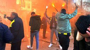 Летящие кресла, мат имного-много огня. Корреспондент Sport24 побывал настамбульском дерби— это ад
