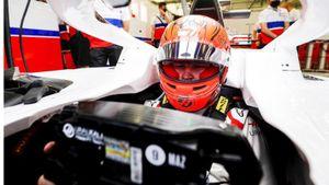 Мазепин вылетел с трассы на 1-м круге в своем дебюте в Формуле-1