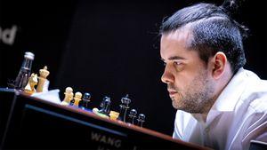 Русский шахматист Непомнящий досрочно выиграл Турнир претендентов. В декабре корона может вернуться в Россию
