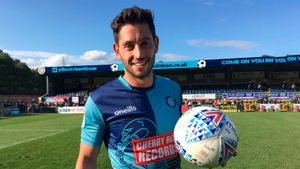 (twitter.com/wwfcofficial)
