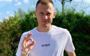 Ребров выставил на аукцион футболку Мбаппе с автографом. Кокорин зарубился с Соболевым и предложил 400 тысяч рублей