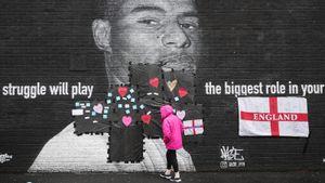 «Ваши слова чуть не довели меня до слез». Фанаты затравили Рэшфорда и осквернили граффити с ним в Манчестере