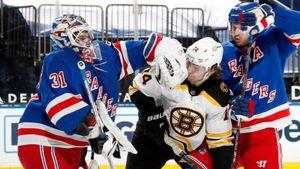 Русский вратарь бросил на лед дерзкого канадца и чуть не устроил драку. Шестеркин был очень хорош, но проиграл