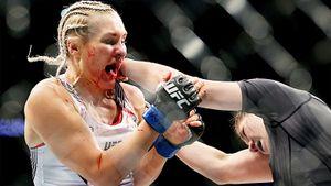 Русскую красавицу из UFC нокаутировали на турнире в Вегасе. Она заканчивала бой с окровавленным лицом